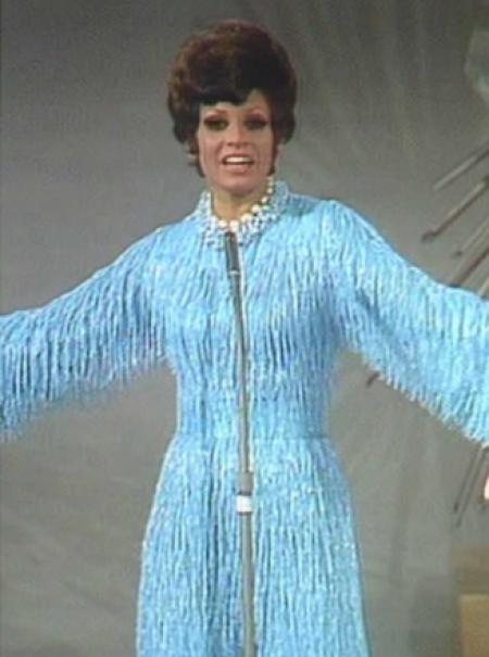 Del rastro a Courrèges: ¿quién firmó los trajes eurovisivos más comentados?