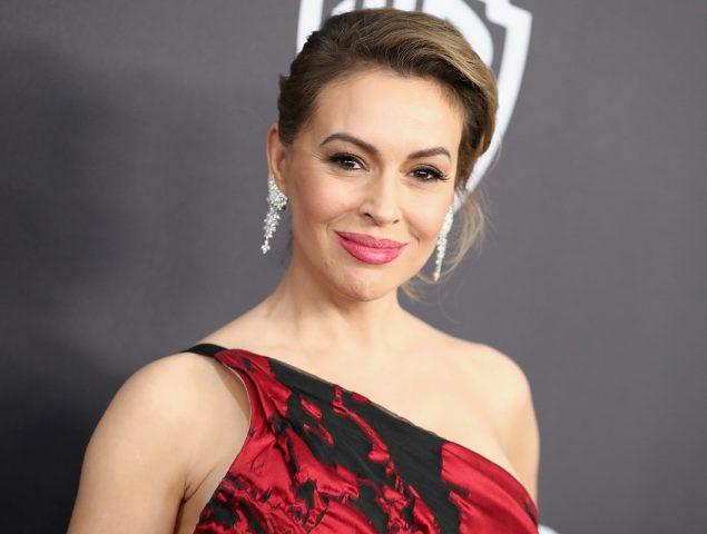 Por qué la actriz Alyssa Milano pide que las mujeres se pongan en huelga de sexo