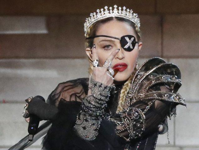 Madonna se viste de Juana de Arco (y desafina) en Eurovisión