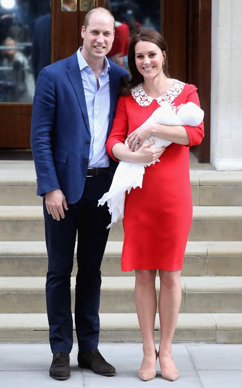 497ce2d26 El príncipe William y Kate Middleton presentando a su hijo Louis siete  horas después de su nacimiento. Foto  Getty Images