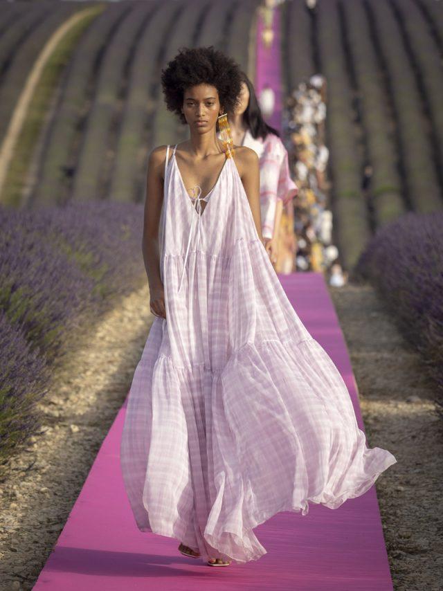 Jacquemus y su espectacular desfile entre campos de lavanda