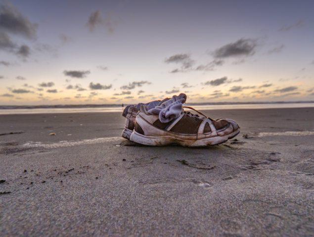 El misterio de las zapatillas Nike que están apareciendo en playas de todo el planeta