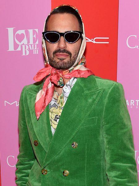 Marc Jacobs da permiso a los hombres para ponerse el pañuelo como Isabel II