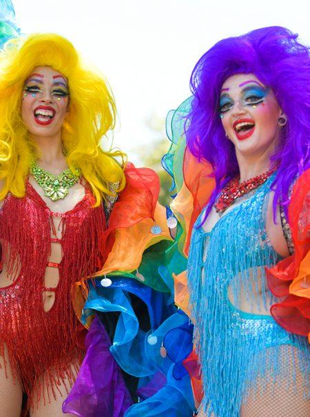 20 prendas para celebrar el Orgullo con esta oda al arcoíris