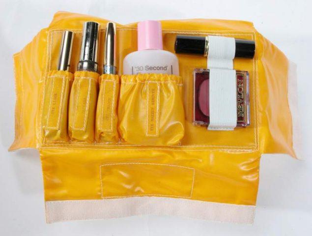 La NASA pensó que las astronautas necesitarían este kit de maquillaje en el espacio