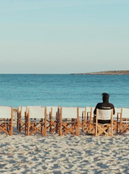 Entre cuevas, en la playa o en castillos: los 10 cines de verano más pintorescos de España
