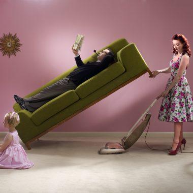 Las mujeres disponen de una hora y treinta y siete minutos diarios menos que los hombres para el ocio