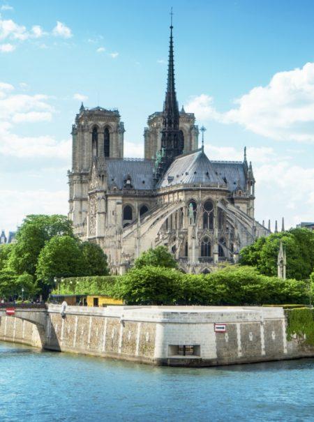 Los grandes magnates del lujo que prometieron donaciones para Notre Dame no han pagado aún