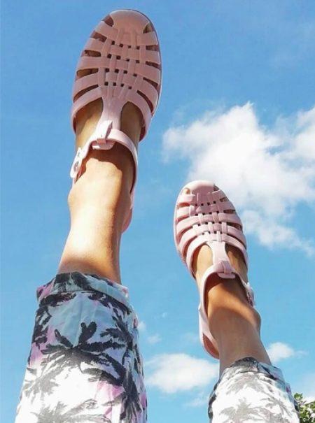 Las cangrejeras: el nostálgico objeto que pasó de calzado de verano a pieza de lujo