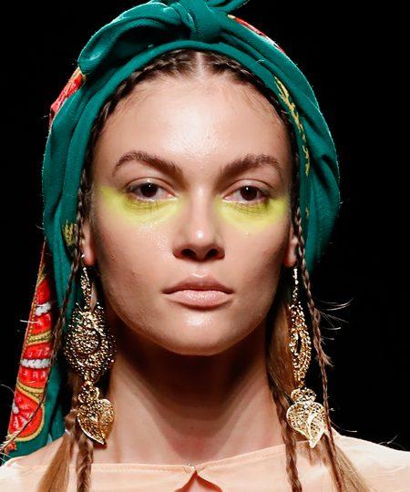 Pañuelo en la cabeza y la virgen de Fátima: Roberto Diz recrea la tradición portuguesa