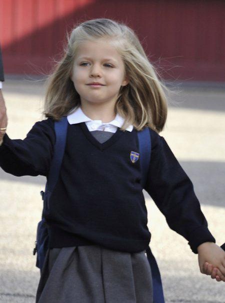 """¿Debería prohibirse la falda del uniforme escolar para """"adaptarse a los nuevos tiempos""""?"""