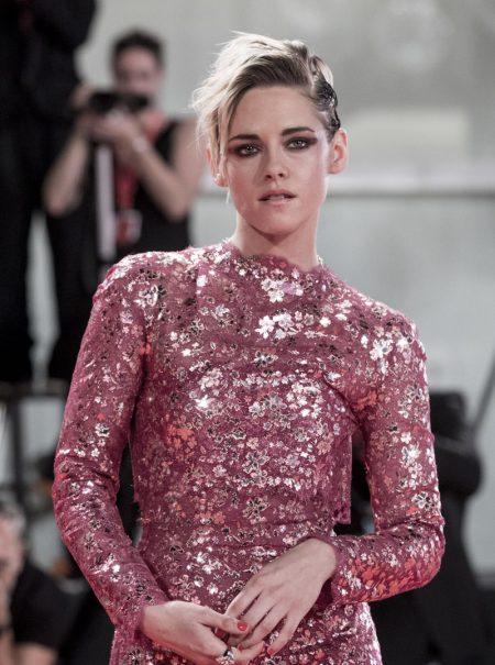 «No me escondo»: Kristen Stewart saca su activismo y deslumbra en Venecia