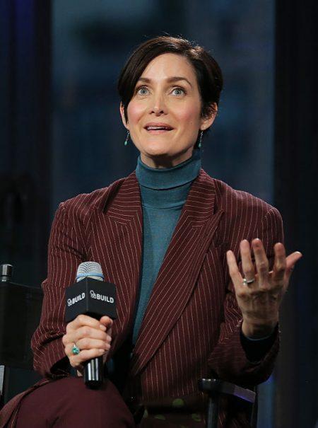 «¡Levántate, Trinity, levántate!»: Carrie-Ann Moss descubrió que 'Matrix' era un éxito al verla en el cine