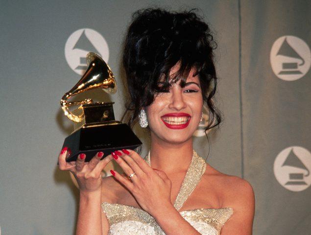 Asesinada por la presidenta de su club de fans: el fenómeno de la cantante Selena resucita
