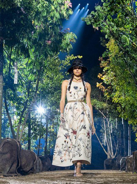El bosque encantado de Dior al que solo se puede acceder con zapato plano