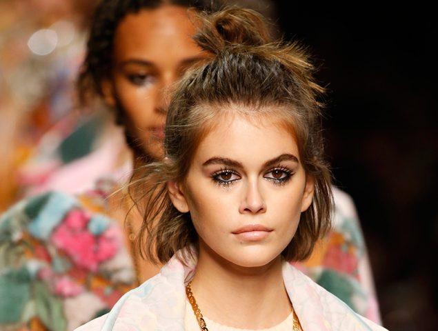 El primer desfile de Fendi sin Karl Lagerfeld se inspira en el verano del amor