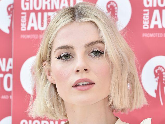El maquillaje de Lucy Boynton en Venecia que reúne todas las tendencias del otoño