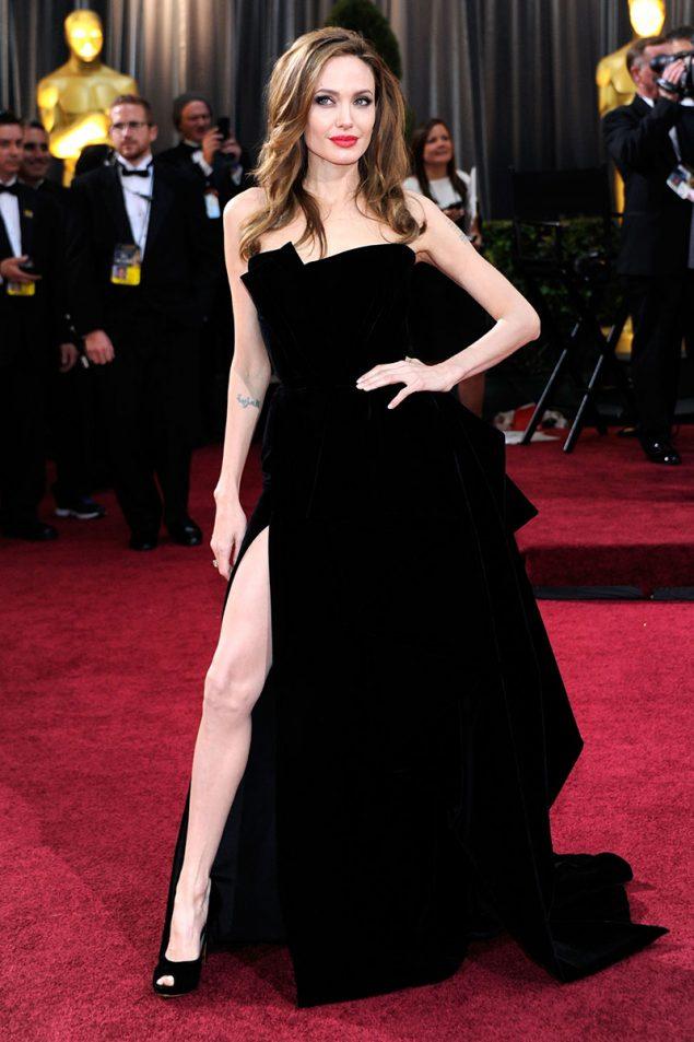 C 243 Mo Un Versace Y El Muslo Derecho De Angelina Jolie