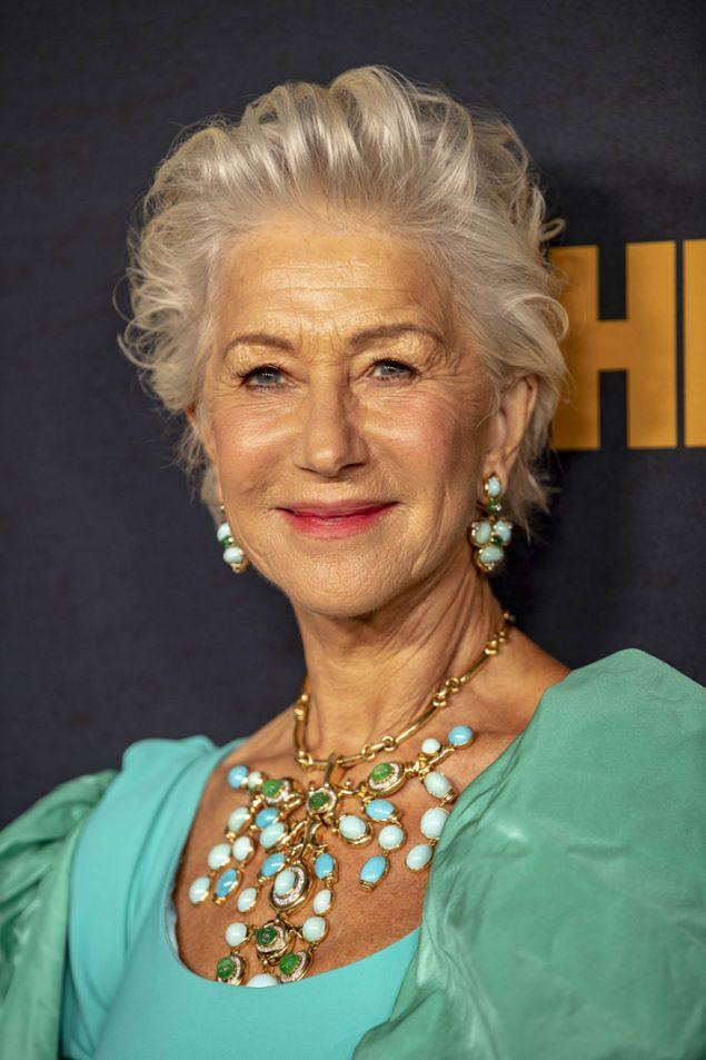 Helen Mirren, espectacular a los 74 años, con joyas propias de una emperatriz