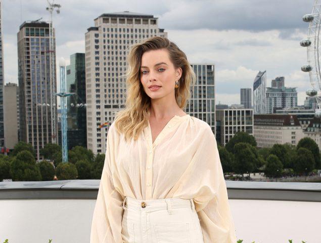 Margot Robbie: cómo pasar del sofá a la calle sin cambiarse de ropa (nivel experto)