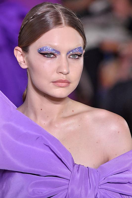 Pilar Rubio no está sola: se llevan las cejas de fantasía con purpurina