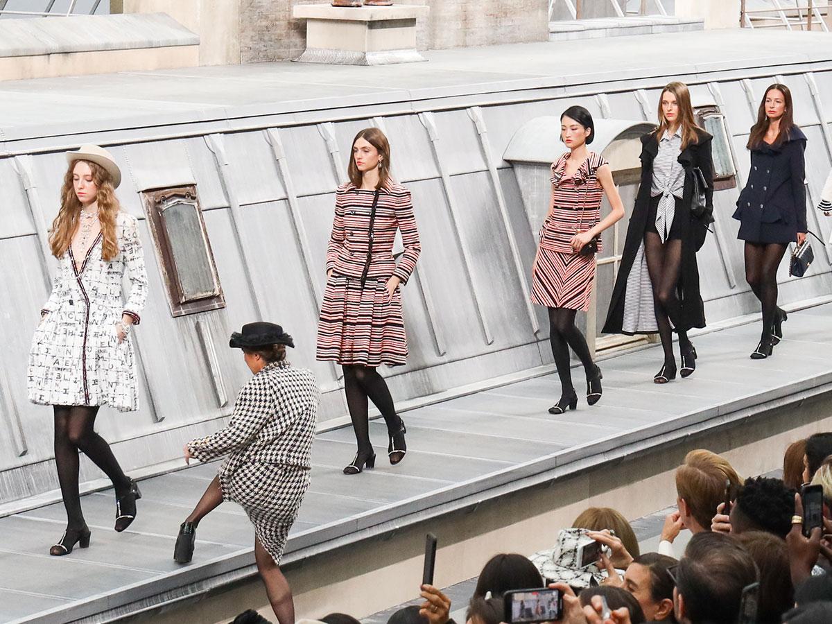 Mujer se cuela en desfile de Chanel; Gigi Hadid la corre