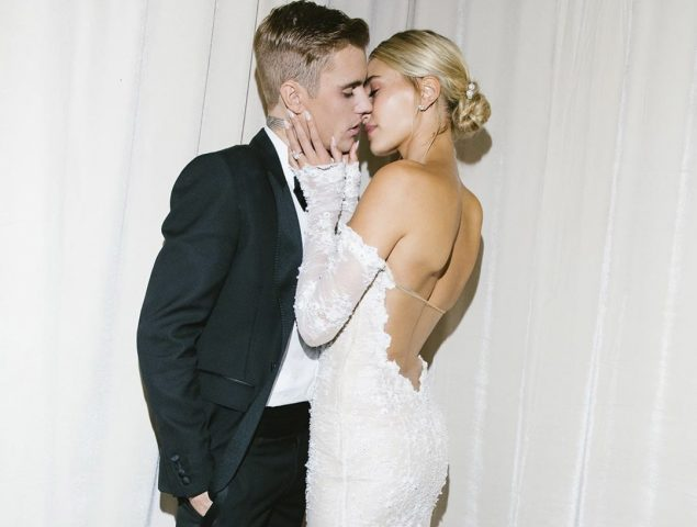La conservadora frase que Hailey Bieber ha bordado en su velo de novia
