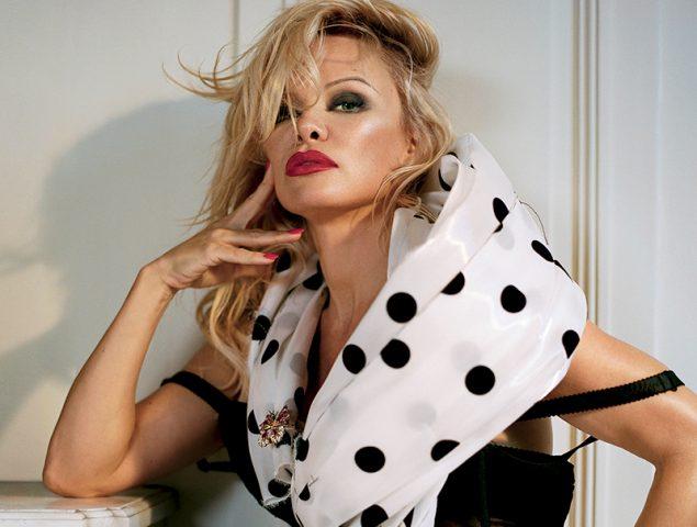 Pamela Anderson: «Hugh Hefner me metió en una forma de vida que nadie más puede comprender»