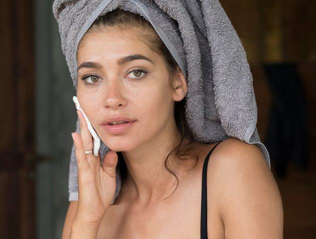 Este es el agua micelar que mejor funciona, según los maquilladores