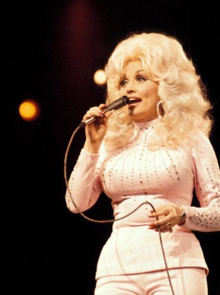 A Dolly Parton le pusieron los cuernos y eso inspiró su canción más viral