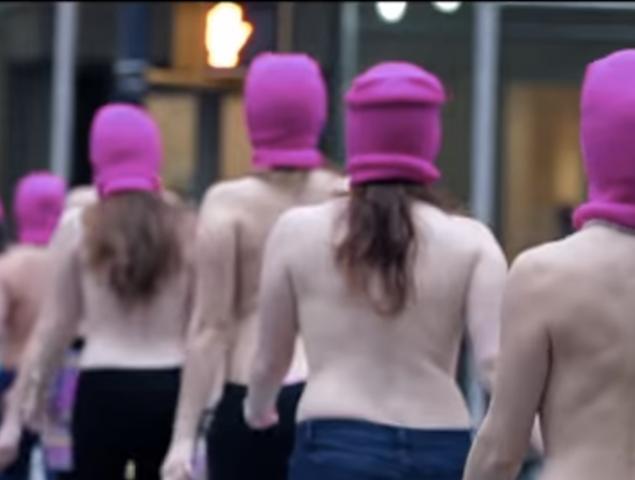 Arrestada por quitarse la camiseta en su jardín: la larga batalla legal detrás de la exhibición del pecho femenino
