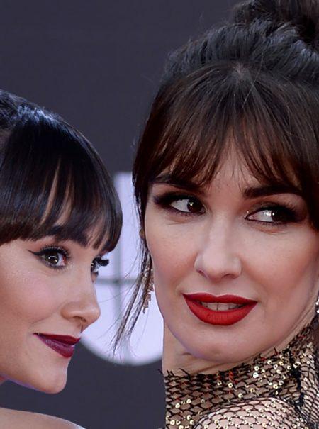 Paz Vega y Aitana: el moño con flequillo triunfa en los Grammy Latinos de Rosalía