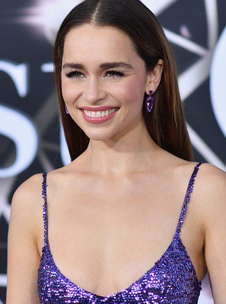 Los seis looks ganadores de Emilia Clarke en la 'promo' de 'Last Christmas'