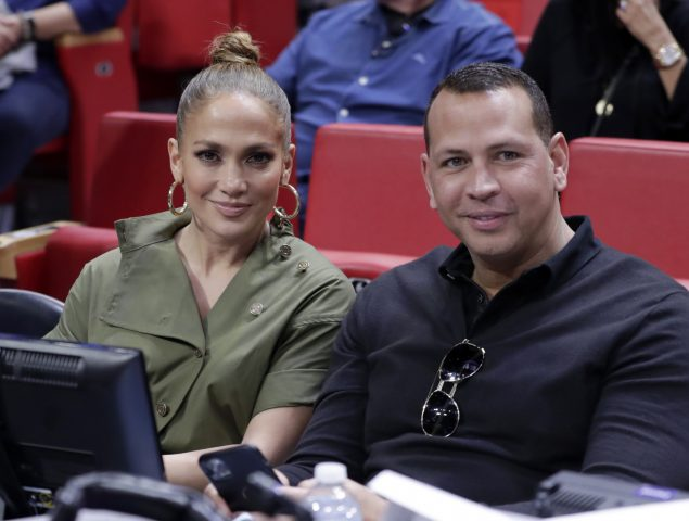 Jennifer Lopez desafía convenciones y dice que no descarta tener hijos a los cincuenta
