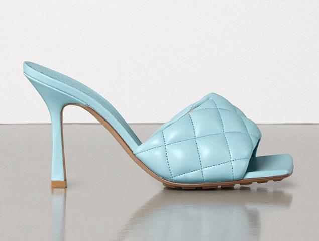 Está pasando: los zapatos de punta cuadrada son tendencia (más allá de Bottega Veneta)