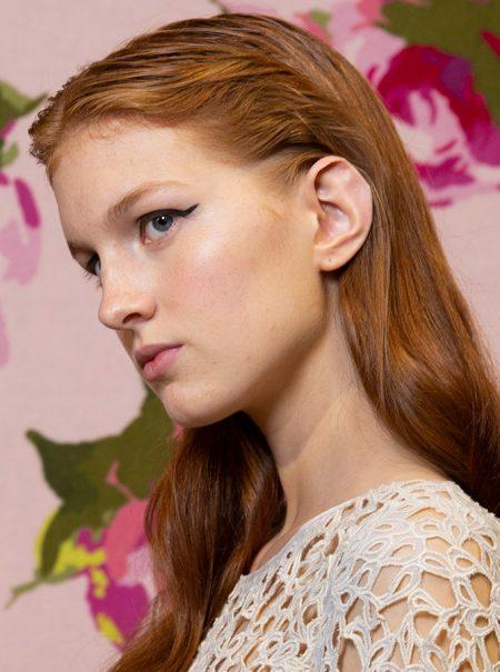 El truco de maquillador para lograr el ansiado 'efecto buena cara' con un poco de colorete