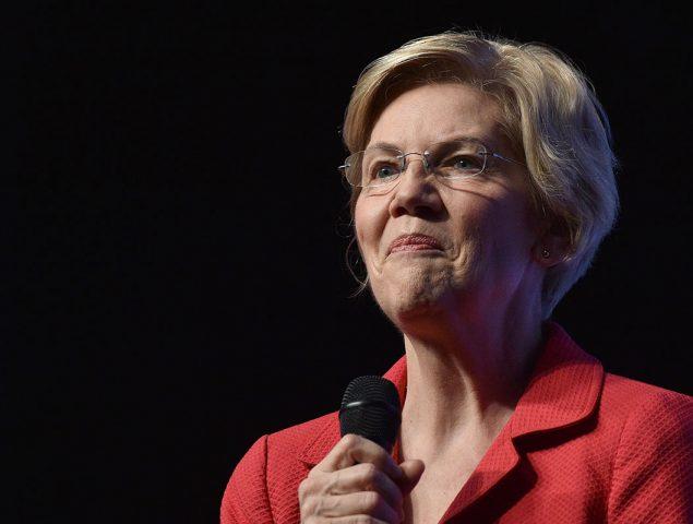 «Noté la decepción de mi madre»: las lágrimas de Elizabeth Warren al explicar a una adolescente cómo encontrar su propio camino