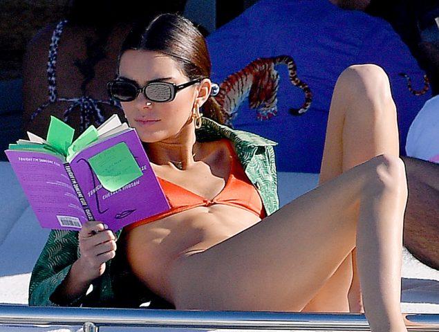 Kendall Jenner y su increíble poder como prescriptora literaria (agota todo lo que lee)
