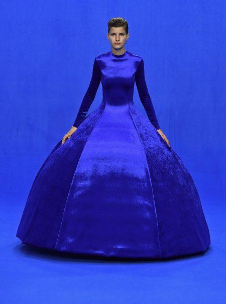 Cómo el arte anticipó la importancia del 'classic blue' en nuestro armario