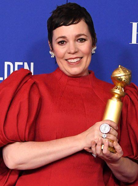 El significado del anillo de 4 euros que Olivia Colman lució en los Globos de Oro