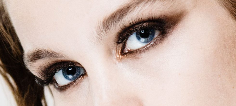 «Da volumen sin recargar demasiado»: las mejores máscaras de pestañas, según las maquilladoras