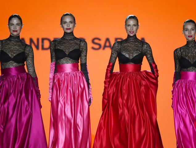 Prendas icónicas y supermodelos en el desfile tributo al desaparecido Andrés Sardá