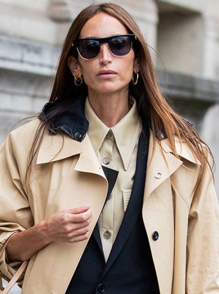 Capa sobre capa: la gabardina en 2020 se lleva encima de otra chaqueta