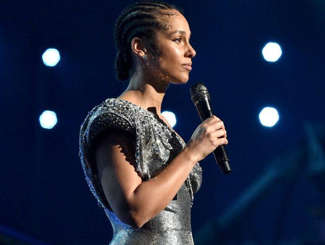El emotivo homenaje de Alicia Keys a Kobe Bryant en los Grammy