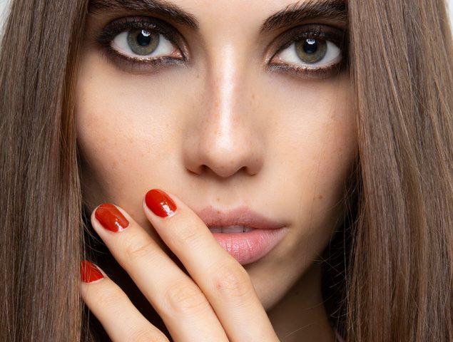 Dura más y es más precisa: todo lo que necesitas saber sobre la manicura rusa