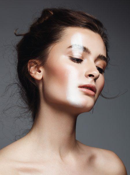 Esto es lo que tienes que hacer para que el maquillaje no se cuartee a lo largo del día
