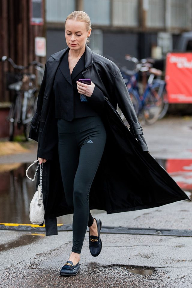La peor pesadilla de la moda es real: los leggings deportivos se llevan con tacón