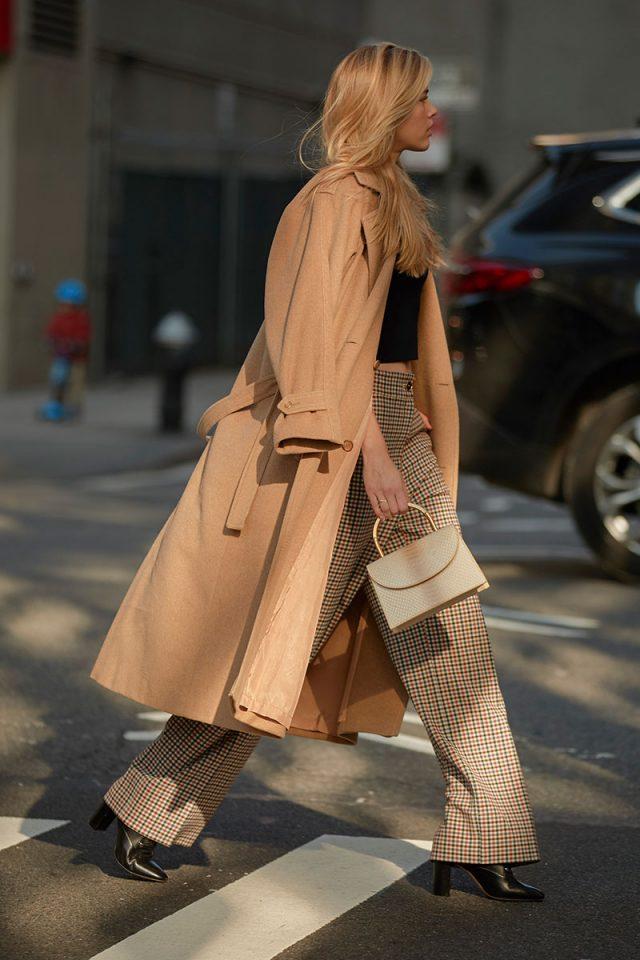 10 trucos de estilo para vestir de beige de pies a cabeza sin que resulte aburrido