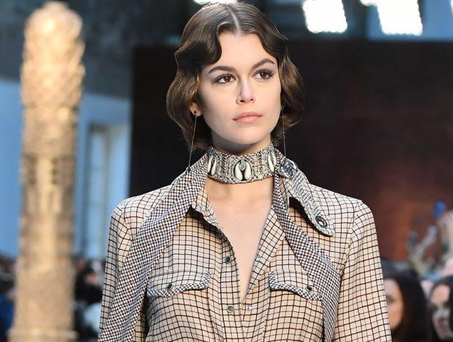 Campanas, solapas y patchwork: Chloé se instala en el glamour setentero