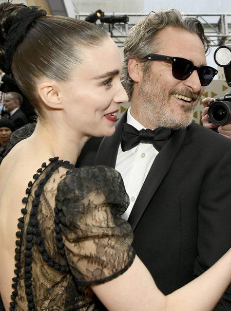 La fórmula de Joaquin Phoenix y Rooney Mara: por qué las parejas famosas más discretas son las más afianzadas